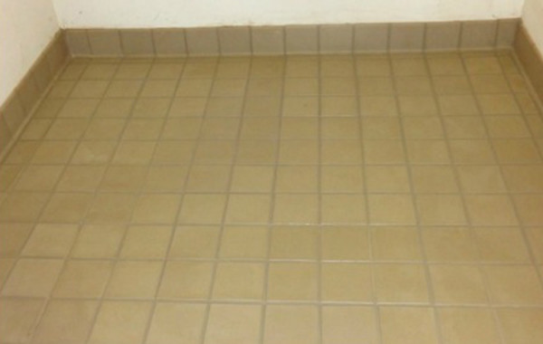 Removing Grease and Dirt From Grout Lines